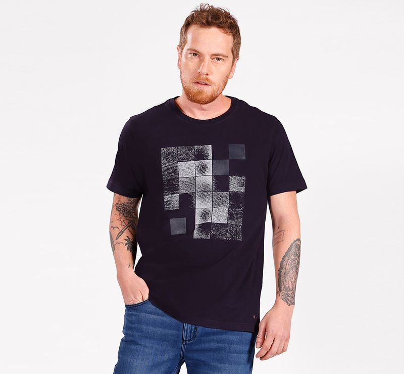 CS-01-1829-010_01_DESKTOP_Camiseta-Manga-Curta-Malha-Geometrico-Marinho