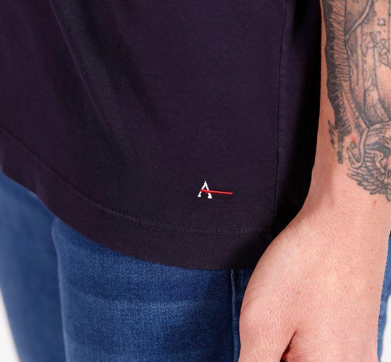 CS-01-1829-010_03_DESKTOP_Camiseta-Manga-Curta-Malha-Geometrico-Marinho